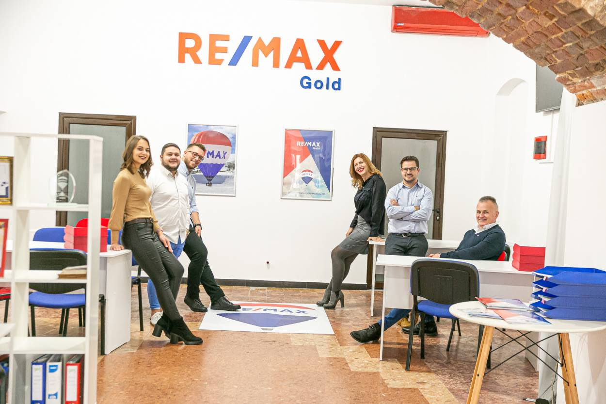 Logo - RE/MAX Gold 4