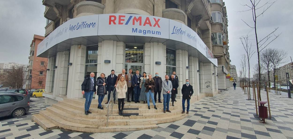 Logo - RE/MAX Magnum 2