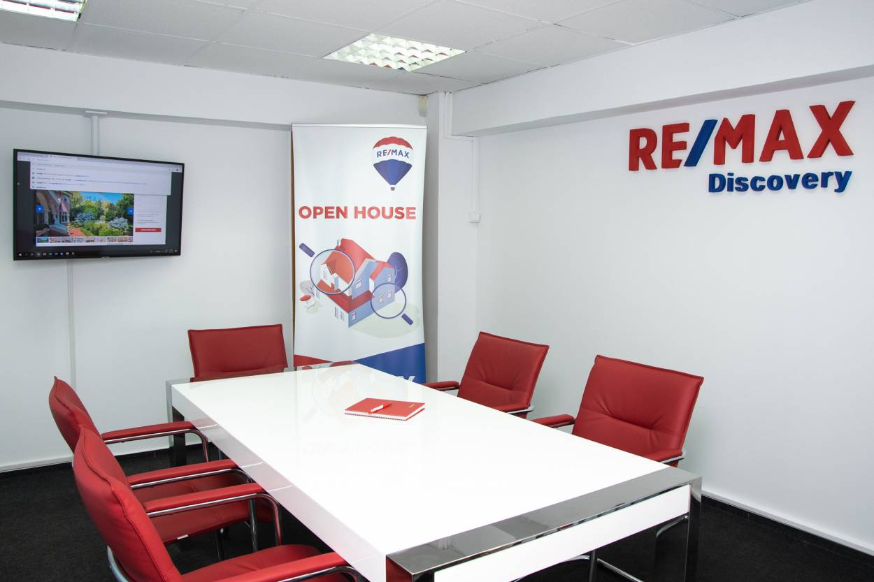 Logo - RE/MAX Discovery