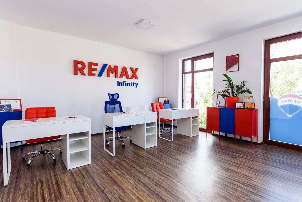 Logo - RE/MAX Infinity