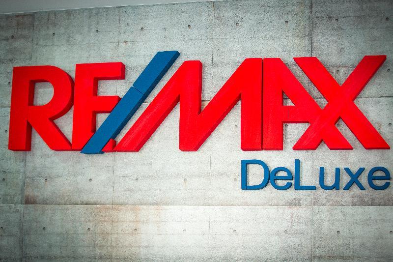 Logo - RE/MAX Deluxe
